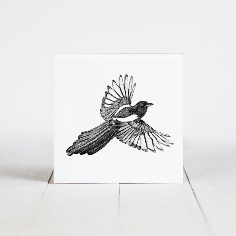 Tegel met Fine Forest illustratie, vliegende ekster, Fine Forest